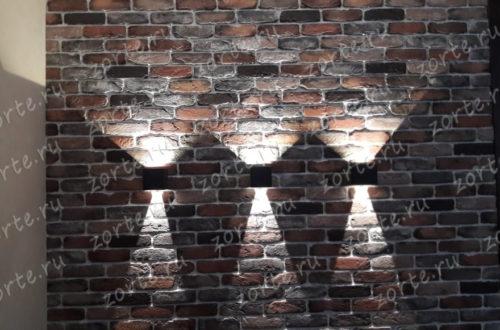 Светильники на кирпичной стене