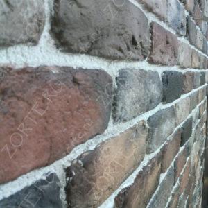 Кирпичная стена с расшивкой